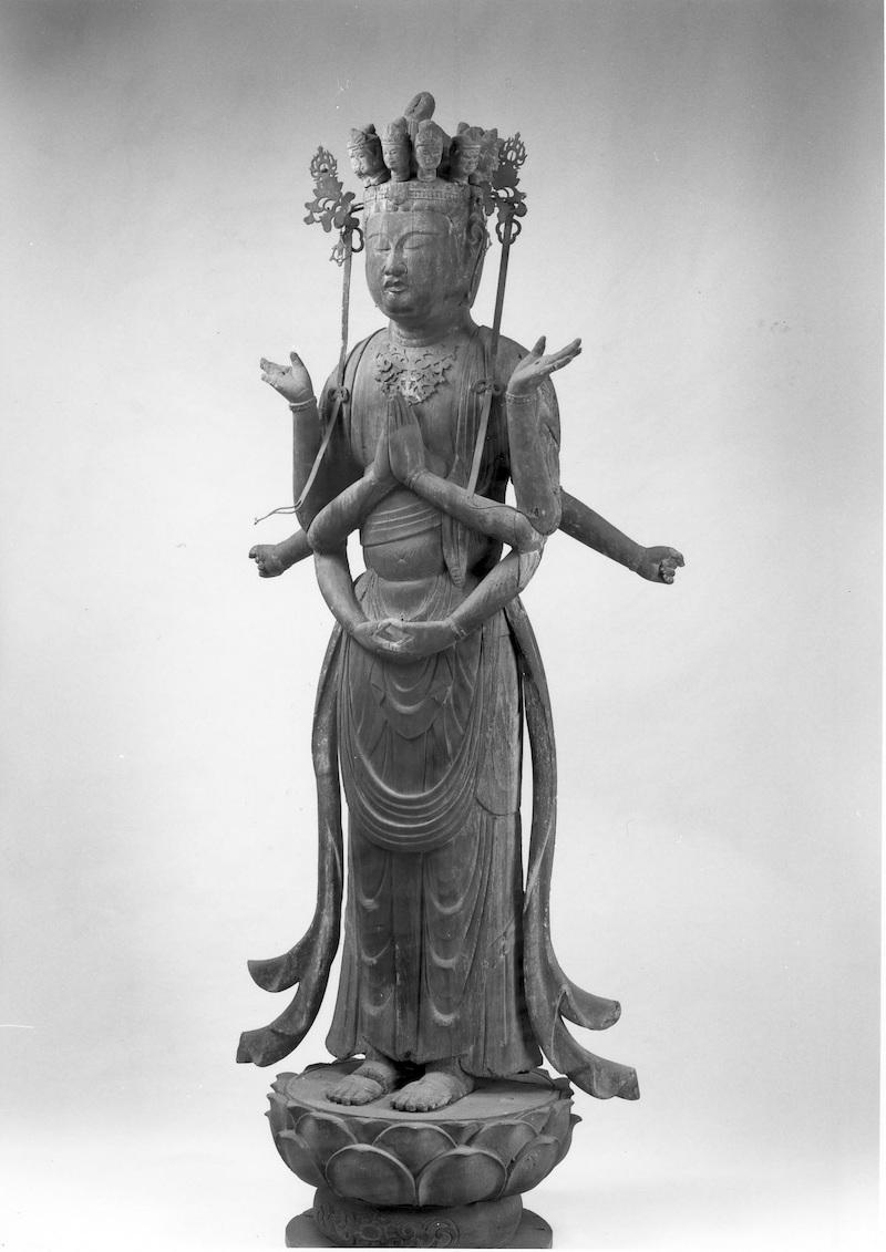 木造千手観音立像 〈彫刻 県指定重要文化財 昭和41年7月19日指定〉